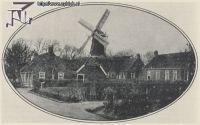 De molen van Zijldijk in 1925, met linksonder het huis van Cornelis Dutmer.